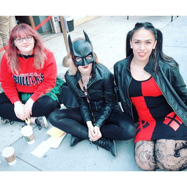 #hotgirls love comics too.